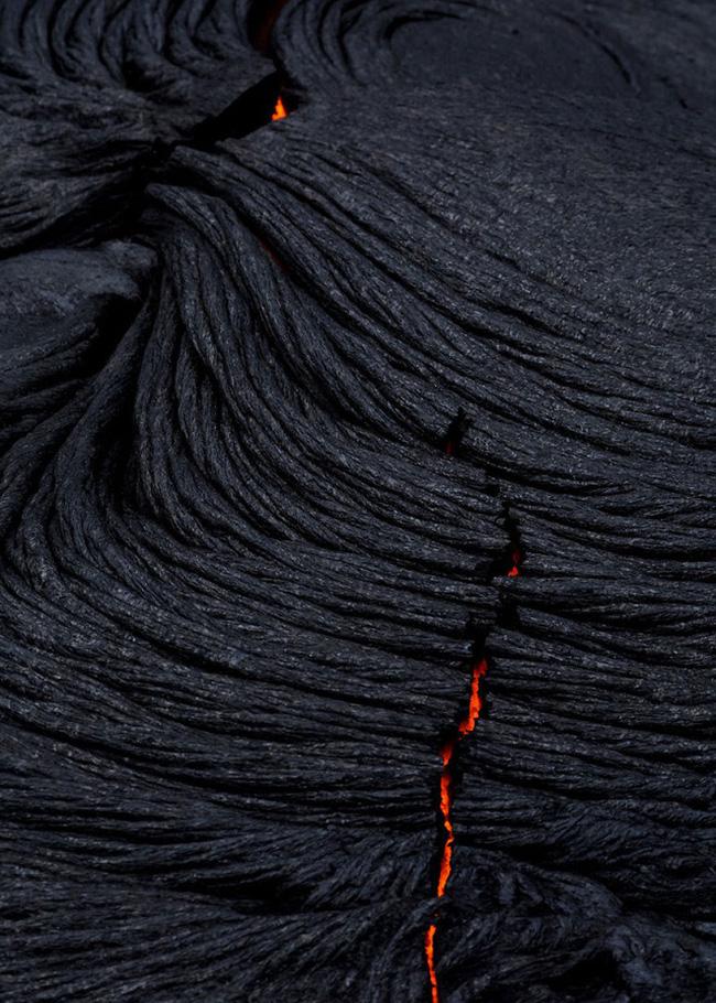 Suýt thiêu cháy camera trên miệng núi lửa, nhiếp ảnh gia lại thu được những khoảnh khắc không tưởng - ảnh 3