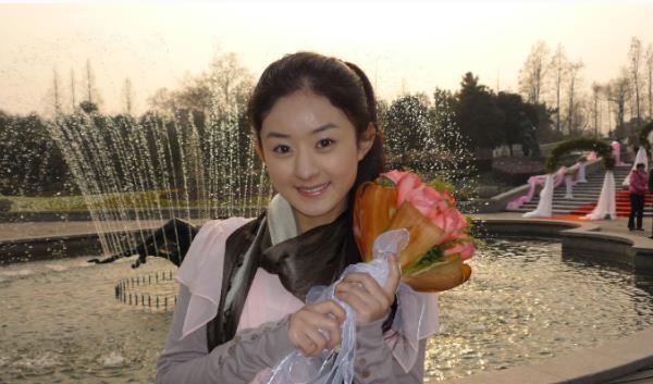 Duyên trời định của Triệu Lệ Dĩnh: 10 năm trước bắt được hoa cưới của Phùng Thiệu Phong, giờ đây là bà Phùng chính hiệu - ảnh 1