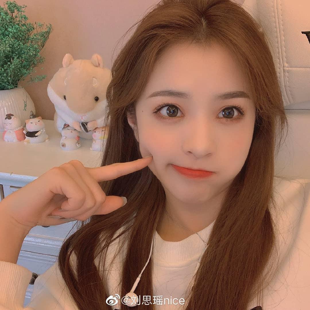 Fan nữ MU xinh đẹp dễ thương gây sốt cộng động mạng (Phần
