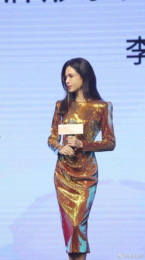 Weibo sốt xình xịch với body Tiểu Long Nữ Lý Nhược Đồng: Xuất sắc chẳng kém đàn em, ai bảo đây là mỹ nhân 54 tuổi? - ảnh 1
