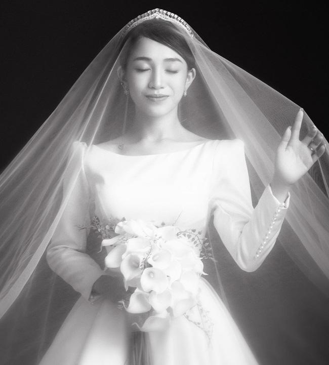 Con gái Minh Nhựa đăng loạt ảnh cưới chưa tiết lộ nhân ngày kỷ niệm 1 năm, nhìn loạt váy mà thấy trầm trồ ngưỡng mộ - Ảnh 7.