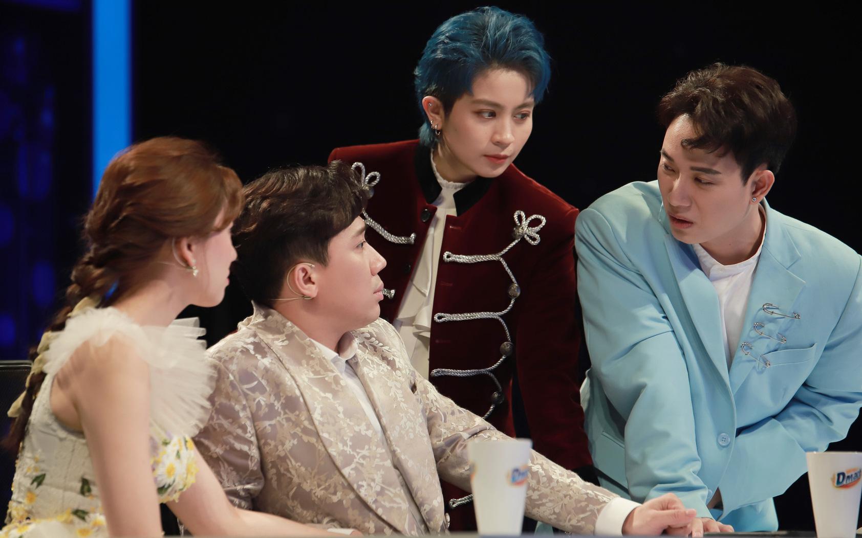 """Cờ Cá Ngựa """"bành trướng"""" thật, Trúc Nhân còn đòi thế vị trí Hari Won ngồi cạnh Trấn Thành?"""