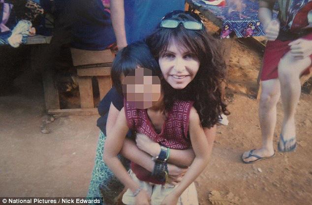 Mặt tối sau những trại trẻ mồ côi: Nơi những đứa trẻ bị bắt ăn mặc rách rưới, đóng giả không cha không mẹ để lợi dụng tình thương của du khách nước ngoài - ảnh 4