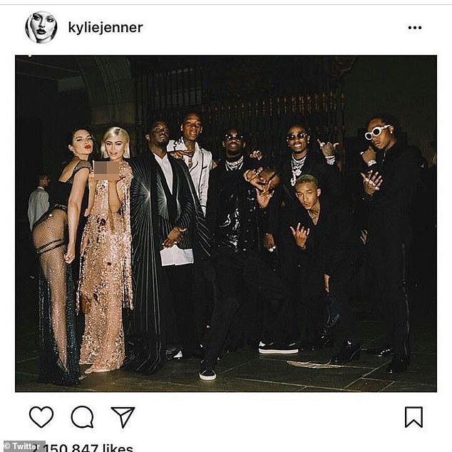 Kim Kardashian tung ảnh... hại hội chị em: Bóc mẽ nhan sắc của Kylie - Kendall, điển hình kiểu Instagram ai người đấy đẹp! - ảnh 9