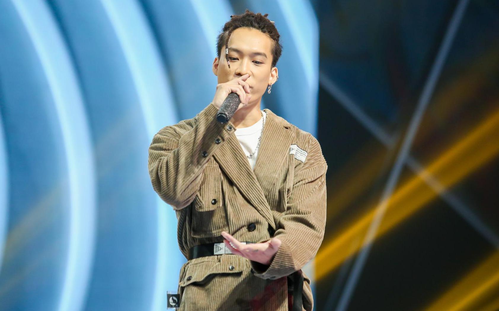 King Of Rap: Bất ngờ với bản Rap Hoa Nở Không Màu, thí sinh Rap nhạc Trịnh được book show ngay tại sân khấu