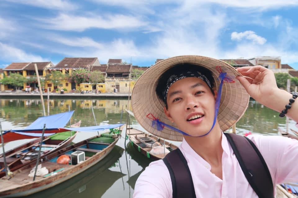 """3 nam thần travel blogger mới của Việt Nam: Vì quá đẹp trai nên fan """"mê như điếu đổ"""", có người còn bỏ việc để được du lịch khắp nơi - Ảnh 8."""