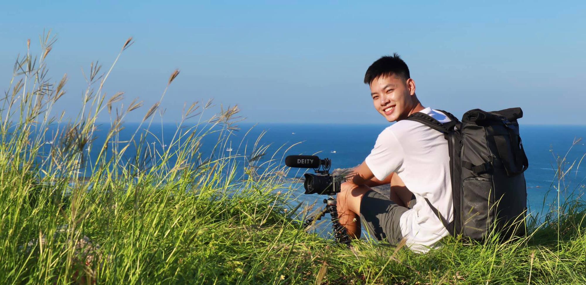 """3 nam thần travel blogger mới của Việt Nam: Vì quá đẹp trai nên fan """"mê như điếu đổ"""", có người còn bỏ việc để được du lịch khắp nơi - Ảnh 7."""