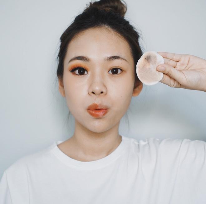 Beauty blogger cảnh báo: Chị em đang huỷ hoại chính làn da của mình ngay từ bước tẩy trang - ảnh 1