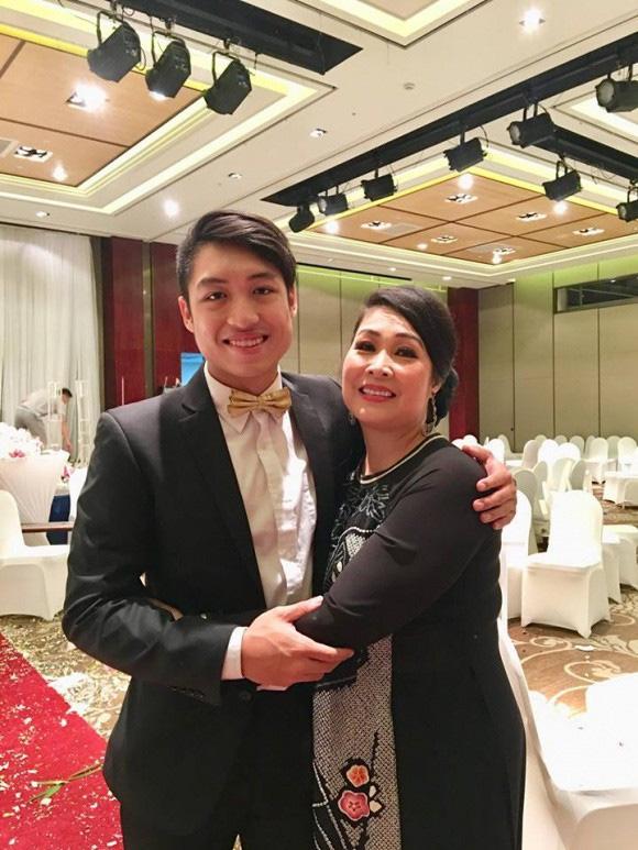 Cậu ấm cô chiêu sao Việt đi du học: Người lột xác ngoại hình, người đỗ 4 trường Đại học danh tiếng, đỉnh cao là con trai Hoài Linh - ảnh 3