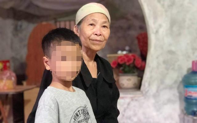 Bé trai 9 tuổi bị bố nhiều lần dùng điếu cày đánh đập vẫn còn mơ sảng, hoảng loạn - ảnh 4