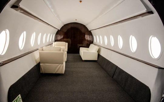 Căn studio được cải trang thành cabin máy bay riêng, dành cho người ít tiền nhưng muốn sang chảnh trên MXH - ảnh 5