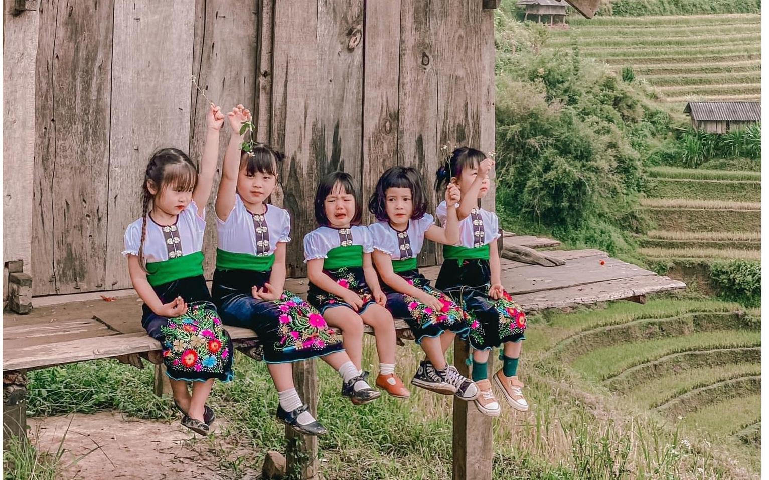 """5 bà mẹ chơi thân đưa 5 """"công chúa nhí"""" đi du lịch mà không cần trợ giúp của các bố, loạt ảnh đáng yêu của các bé khiến CĐM xuýt xoa"""