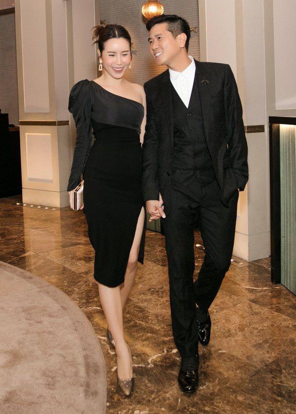12 bộ váy áo đẹp nhất của sao Vbiz khi dự đám cưới: Đến Ngọc Trinh cũng không dám hở bạo mà nhường sân cho chị gái tỏa sáng - ảnh 8
