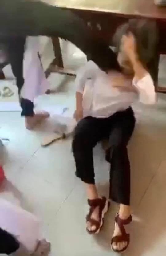 Nữ sinh Bến Tre bị bạn thân đánh hội đồng, áo rách thành nhiều mảnh: Sở GD-ĐT chính thức lên tiếng - ảnh 3