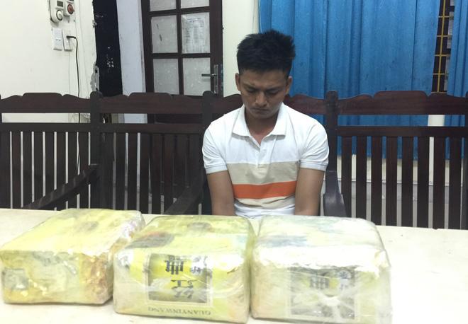 Video: Trinh sát đào đất lấy lô ma túy trị giá 10 tỷ đồng của ông trùm ở xứ Nghệ - ảnh 4