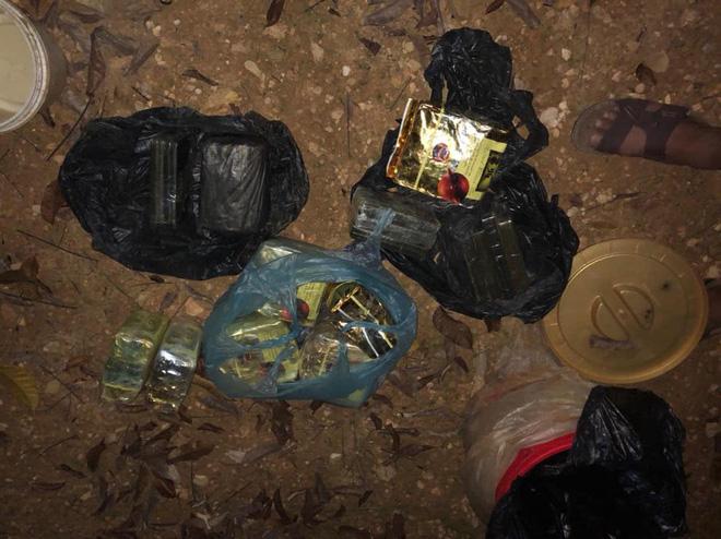 Video: Trinh sát đào đất lấy lô ma túy trị giá 10 tỷ đồng của ông trùm ở xứ Nghệ - ảnh 5
