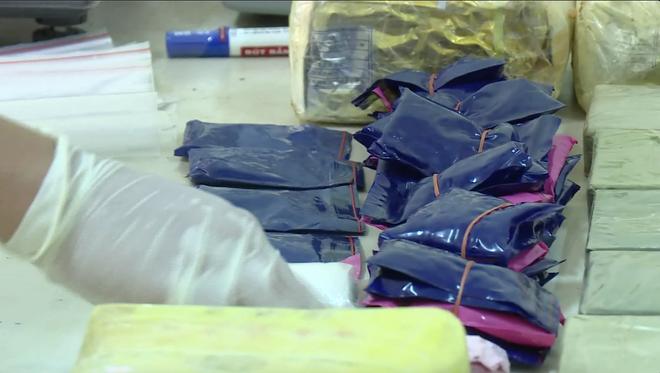 Video: Trinh sát đào đất lấy lô ma túy trị giá 10 tỷ đồng của ông trùm ở xứ Nghệ - ảnh 7
