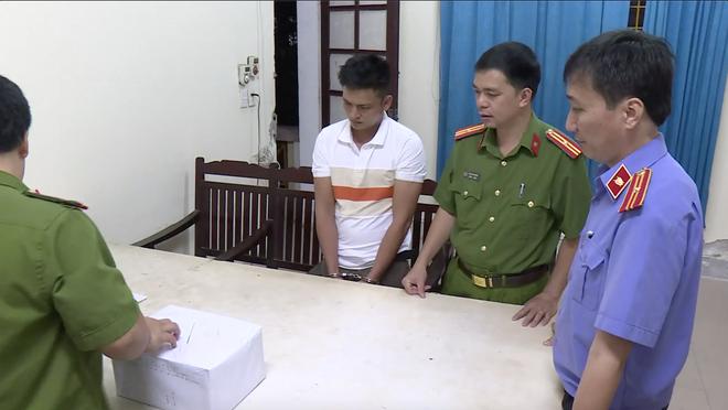 Video: Trinh sát đào đất lấy lô ma túy trị giá 10 tỷ đồng của ông trùm ở xứ Nghệ - ảnh 8