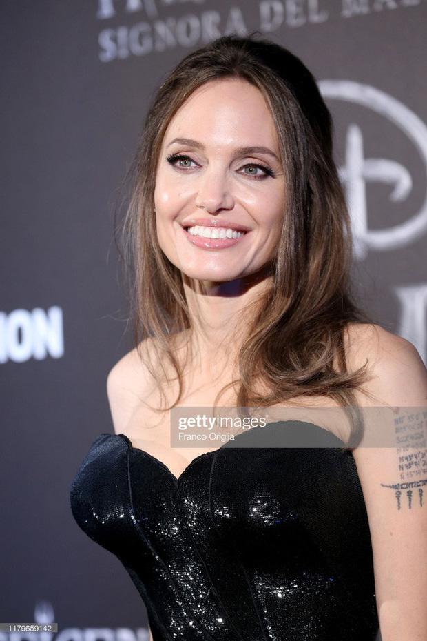 Dân tình đang náo loạn vì bộ ảnh Angelina Jolie ở thời kỳ đẹp nhất: Mặt như tạc, body ngộp thở, bảo sao Brad Pitt mê mệt - ảnh 5