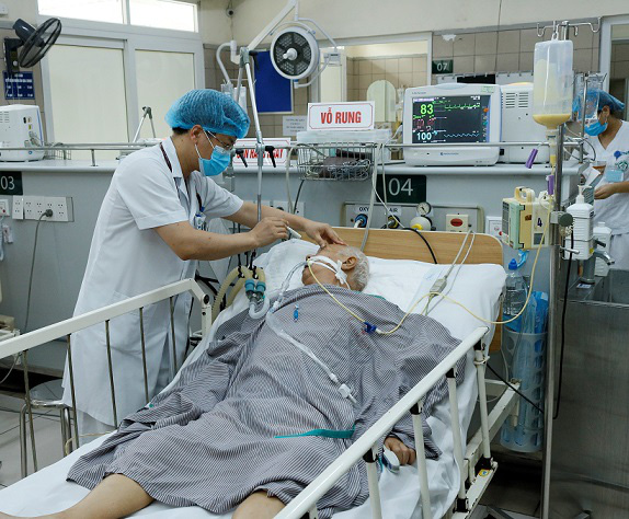 Bệnh nhân nguy kịch sau khi ăn pate Minh Chay, Bộ Y tế lần đầu tiên hướng dẫn nhận biết ngộ độc botulinum - Ảnh 1.