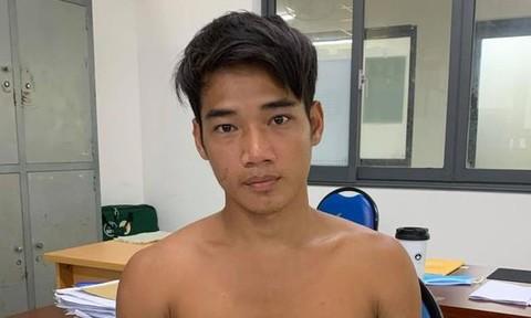 Mâu thuẫn dựng xe máy ở Sài Gòn dẫn tới hỗn chiến, 3 người bị chém trọng thương - Ảnh 1.