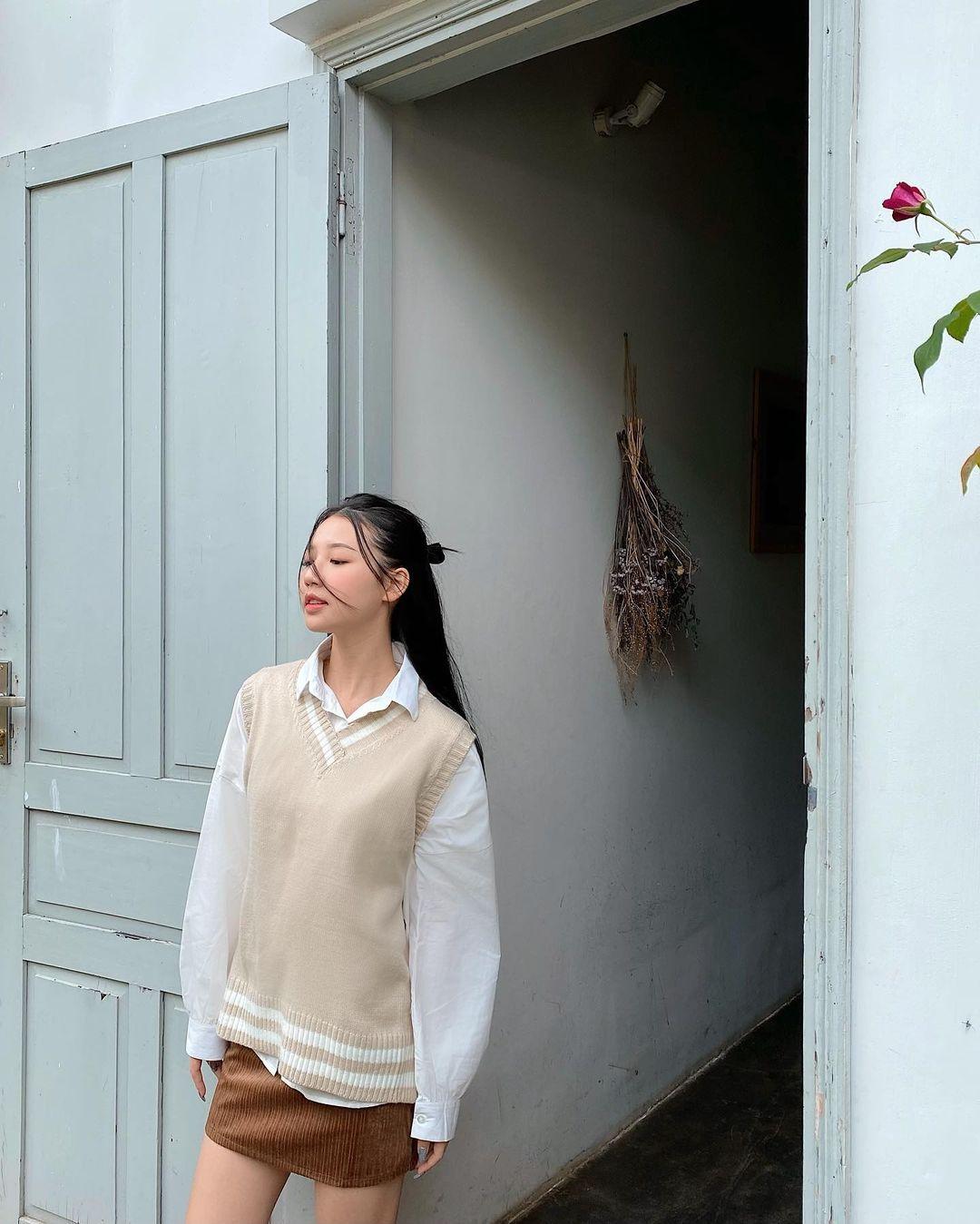 """Instagram look của sao Việt tuần qua: Chi Pu, Tóc Tiên khoe vòng 1 đẫy đà nhưng chưa """"bén"""" bằng Lan Ngọc - Ảnh 12."""