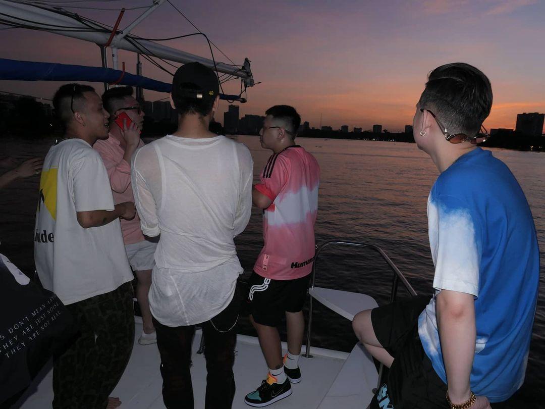 Châu Bùi vừa làm tiệc trên du thuyền, Binz cũng liền có động thái party nhún nhảy linh đình trên sông không hề kém miếng bạn gái? - Ảnh 4.
