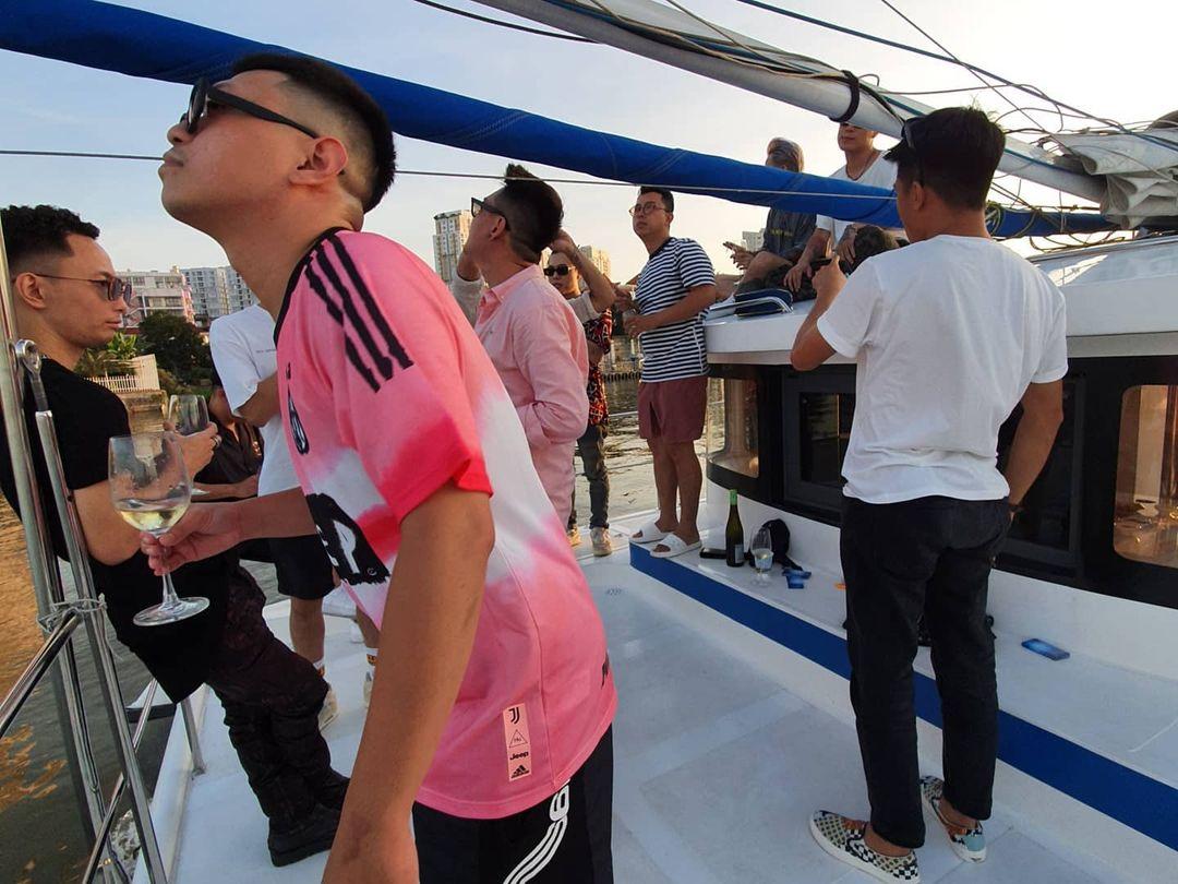 Châu Bùi vừa làm tiệc trên du thuyền, Binz cũng liền có động thái party nhún nhảy linh đình trên sông không hề kém miếng bạn gái? - Ảnh 7.