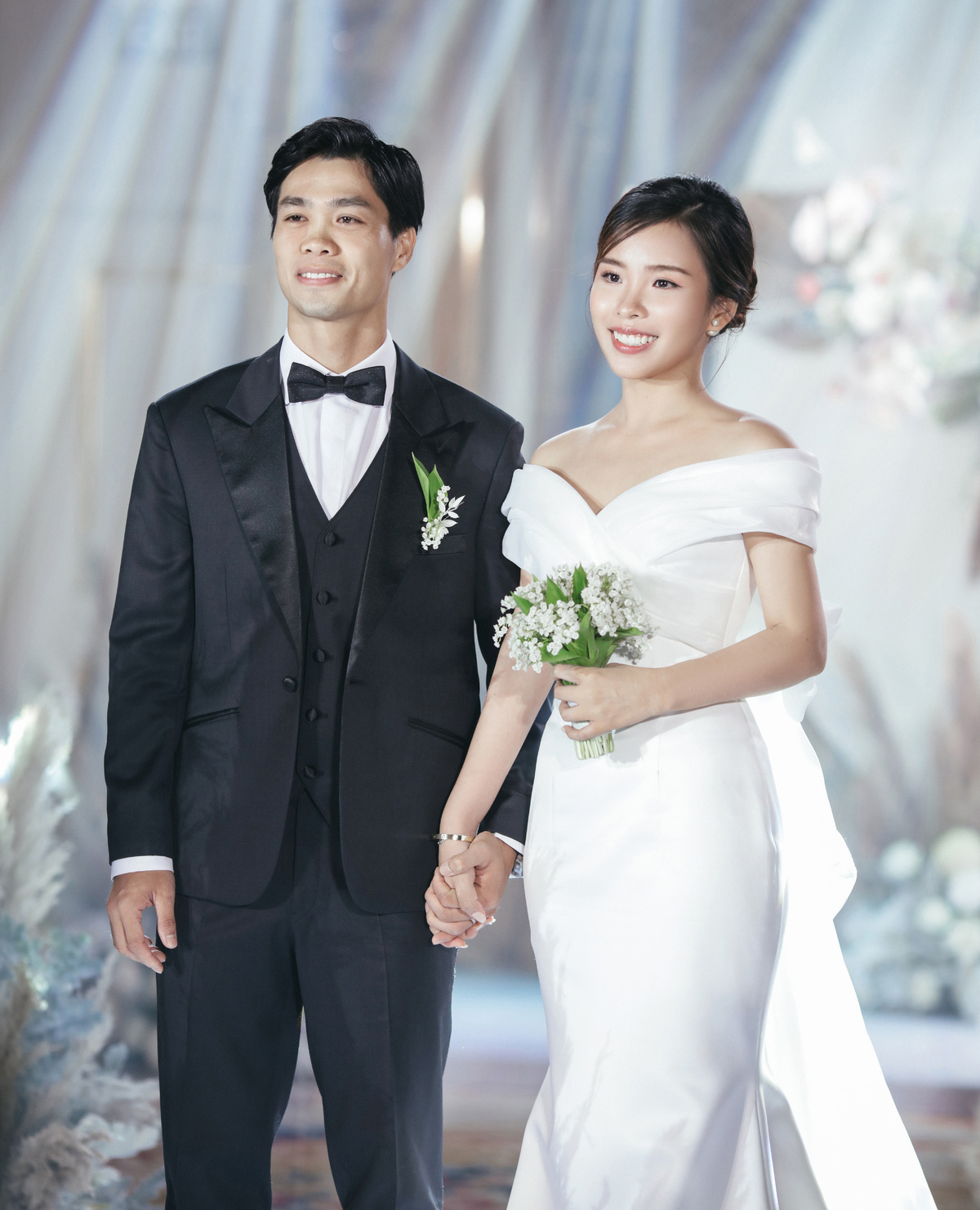 Dự đoán váy cưới cô dâu Viên Minh - vợ Công Phượng sẽ mặc tại Phú Quốc: vẫn tối giản, trang nhã hay cầu kì, quyến rũ? - Ảnh 2.
