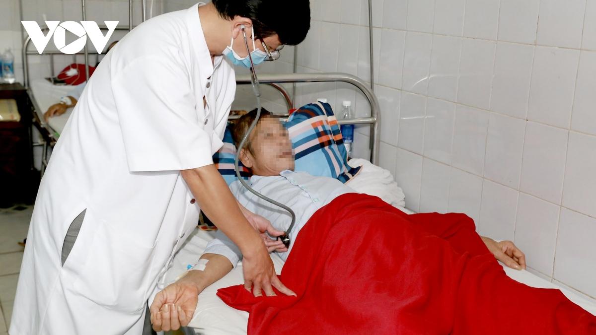 Bệnh vi khuẩn ăn thịt người tăng đột biến sau mưa lũ ở miền Trung - Ảnh 2.