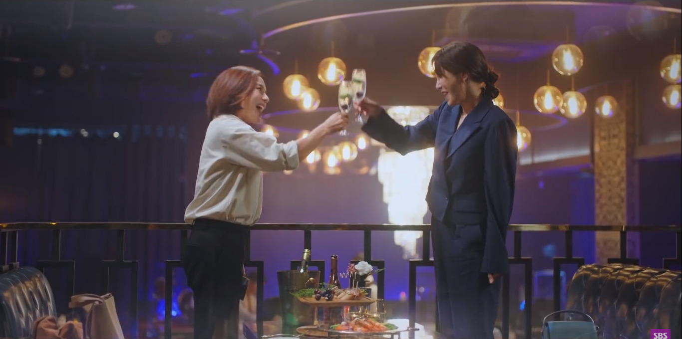 4 kiểu phụ huynh tánh kỳ ở Penthouse: Trừ bà cả Lee Ji Ah, ai cũng đổ đốn bảo sao con không hư sớm - Ảnh 11.