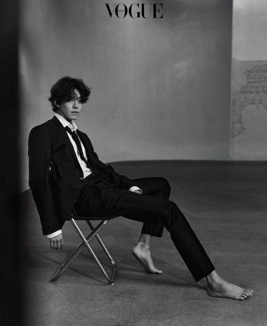 Tài tử Kim Woo Bin gây sốt với bộ ảnh mới: Body gầy gò vì ung thư 1 thời lột xác ngoạn mục, visual cực phẩm cuối cùng đã trở lại - Ảnh 3.
