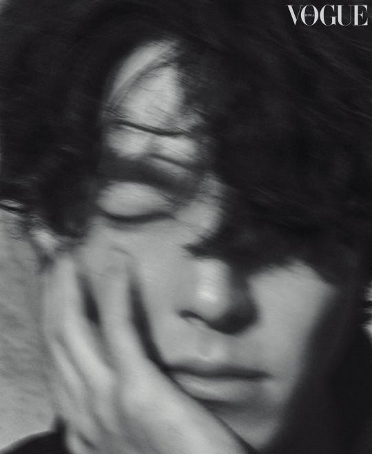 Tài tử Kim Woo Bin gây sốt với bộ ảnh mới: Body gầy gò vì ung thư 1 thời lột xác ngoạn mục, visual cực phẩm cuối cùng đã trở lại - Ảnh 5.