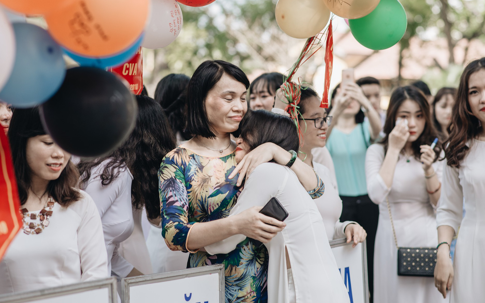 Chào mừng ngày nhà giáo Việt Nam 20/11 tại các trường THPT: Ngày lễ lớn tri ân thầy cô