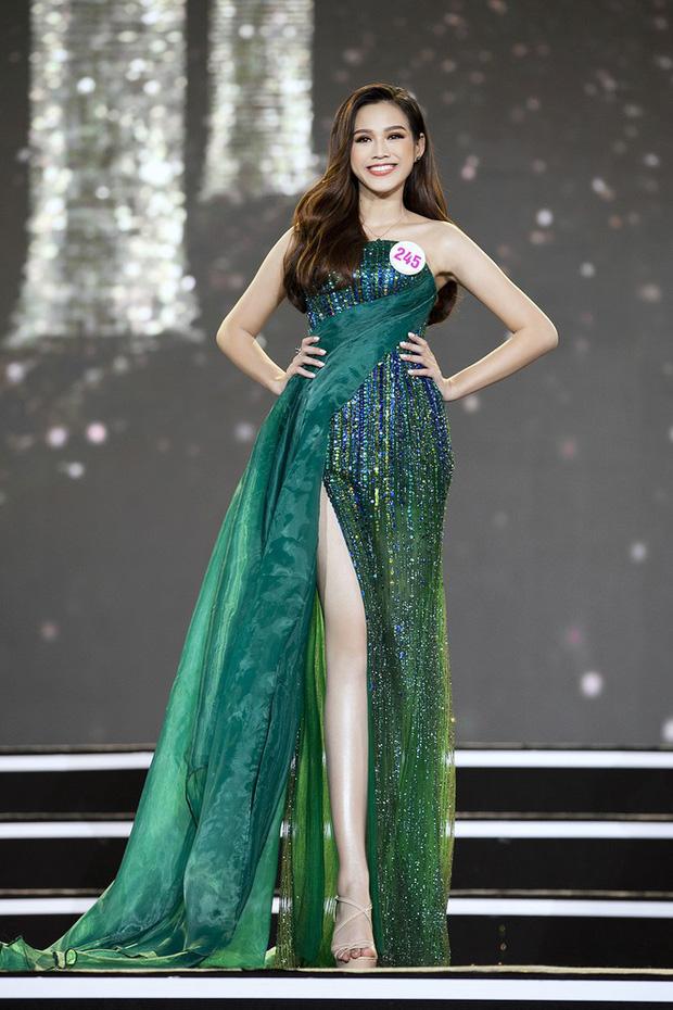 Cận cảnh nhan sắc Tân Hoa hậu Việt Nam 2020 Đỗ Thị Hà: Sinh viên ĐH Kinh tế Quốc dân chân dài kỉ lục 1m11, body nóng bỏng tay - ảnh 3