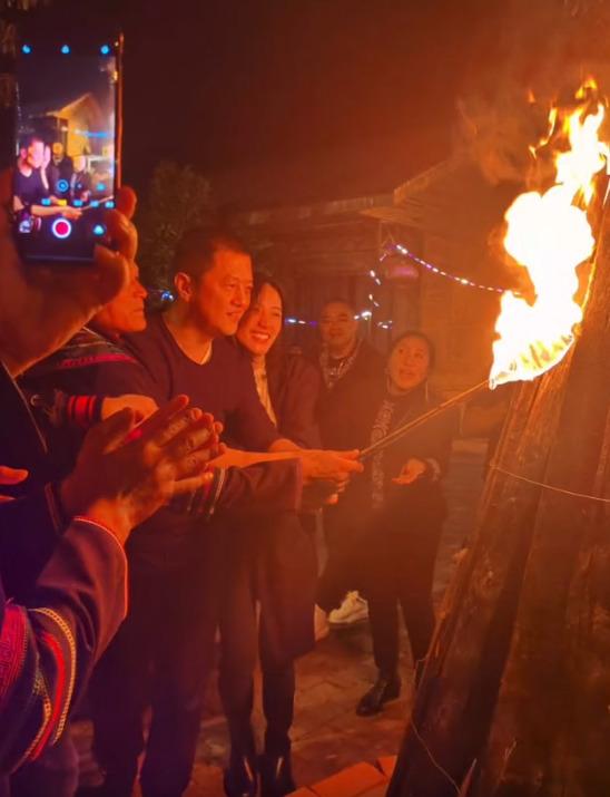 Lý Á Bằng có động thái gây bão giữa tin đồn Vương Phi chia tay Tạ Đình Phong vì kết quá ADN của con trai Trương Bá Chi - Ảnh 4.