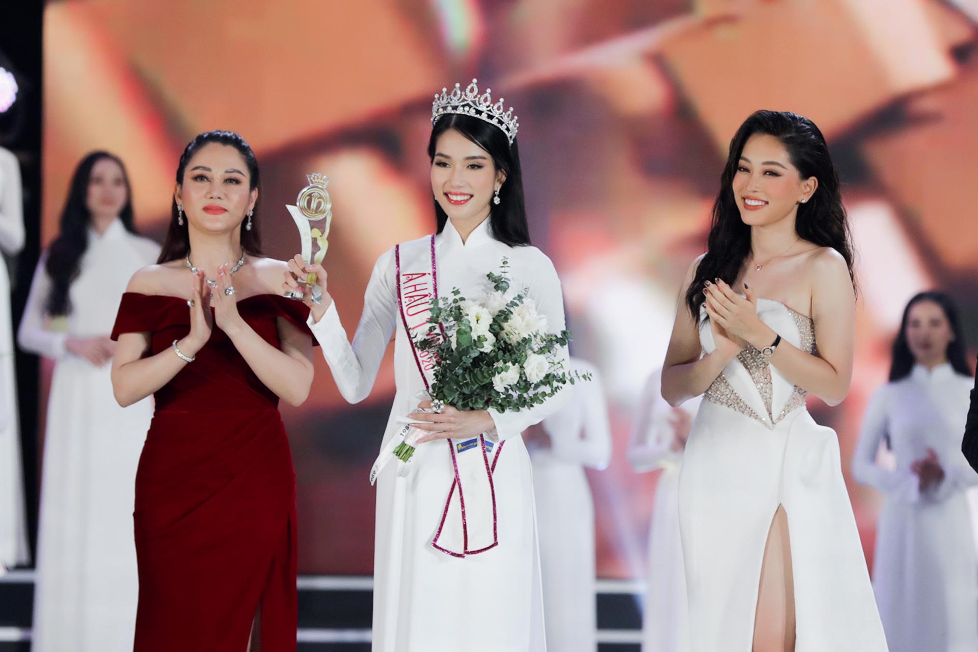 Chung kết HHVN 2020 chọn áo dài trắng nhạt nhoà làm trang phục đăng quang, khiến người xem thắc mắc: Giải Hoa khôi trường hay gì? - Ảnh 4.