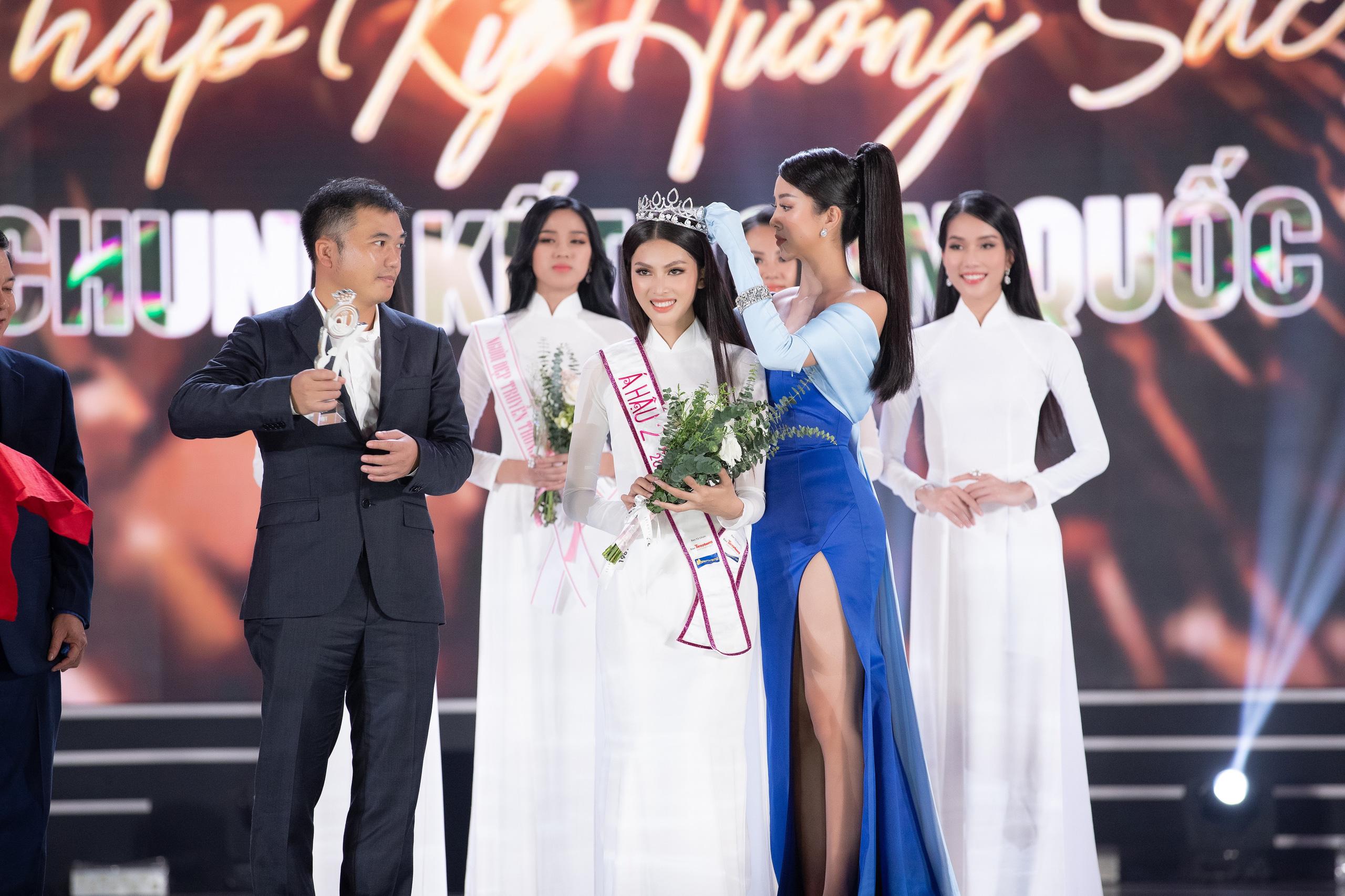 Chung kết HHVN 2020 chọn áo dài trắng nhạt nhoà làm trang phục đăng quang, khiến người xem thắc mắc: Giải Hoa khôi trường hay gì? - Ảnh 5.