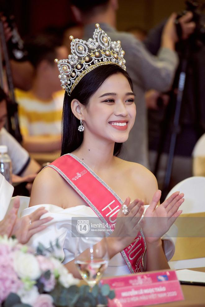 Độc quyền: Cận cảnh phòng riêng và loạt bằng khen của Hoa hậu Việt Nam Đỗ Thị Hà bên trong cơ ngơi rộng hàng trăm m2 ở Thanh Hoá - ảnh 1
