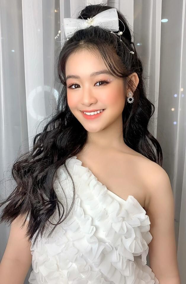 Tiểu mỹ nhân gây chú ý khi đọ sắc với loạt Hoa hậu, profile hoá ra cũng rất xịn sò - ảnh 4