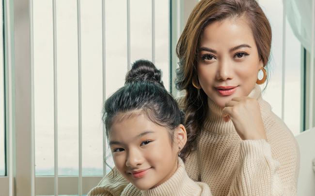 Con gái Trương Ngọc Ánh viết thư gửi mẹ đầy xúc động nhưng dân tình chỉ chú ý đến 1 chi tiết: Đúng là học trường quốc tế từ nhỏ!