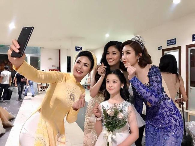 Tiểu mỹ nhân gây chú ý khi đọ sắc với loạt Hoa hậu, profile hoá ra cũng rất xịn sò - ảnh 1