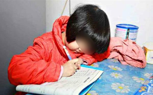 Không đi họp phụ huynh, ông bố bị giáo viên dằn mặt bằng bài văn bêu xấu gia đình, đọc câu nào là đớn người câu nấy - ảnh 1