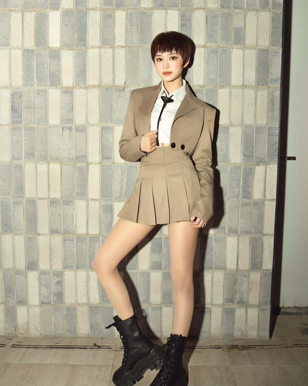 """Instagram look của sao Việt tuần qua: Chi Pu - Châu Bùi diện bikini rất """"chiến"""", Lan Ngọc - Tiểu Vy đọ sắc với váy đen - Ảnh 13."""