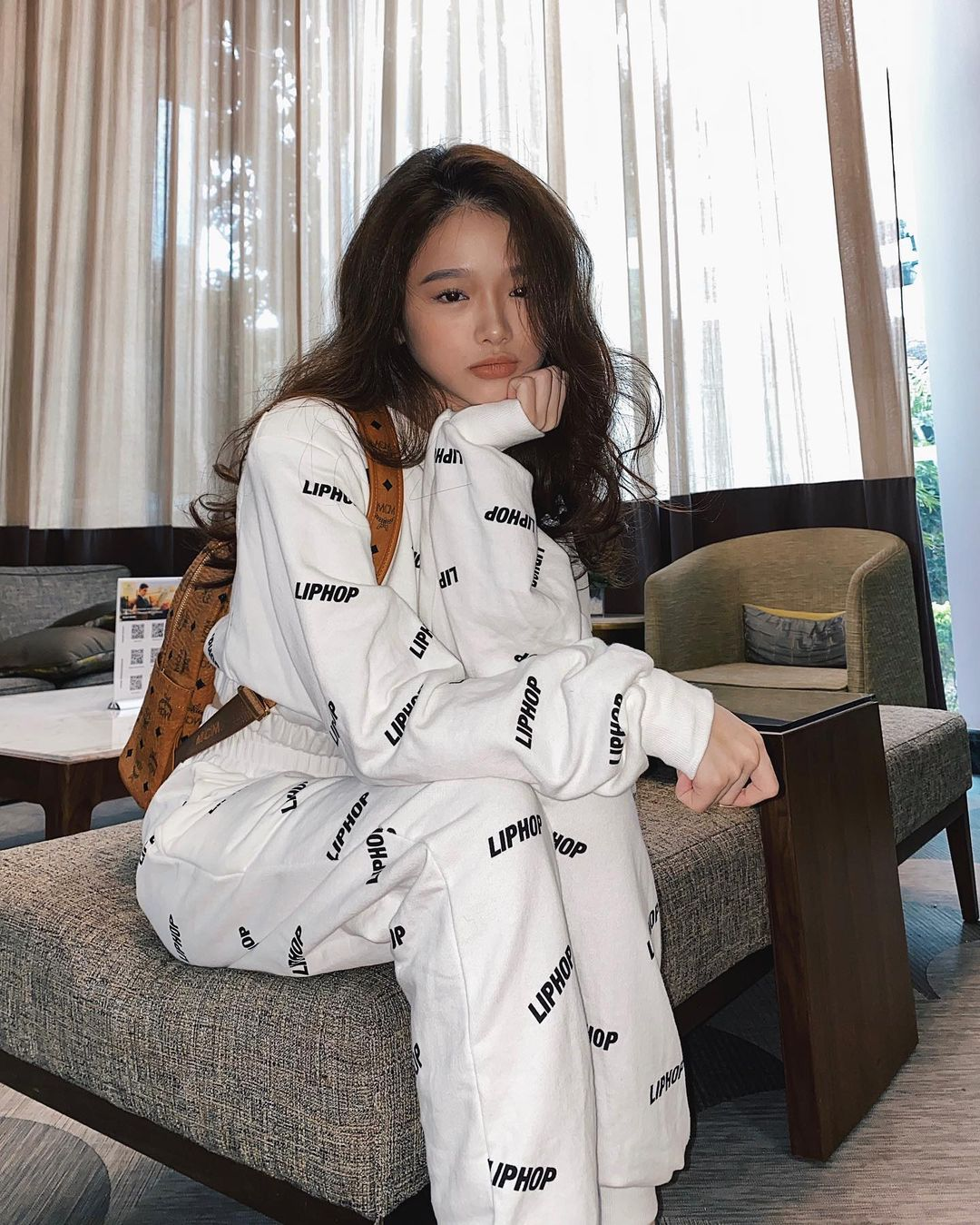 """Tóc Tiên, Linh Ka chênh nhau cả giáp vẫn đụng hàng """"nảy lửa"""", lại xuất hiện trên Instagram của thương hiệu Hàn - Ảnh 3."""