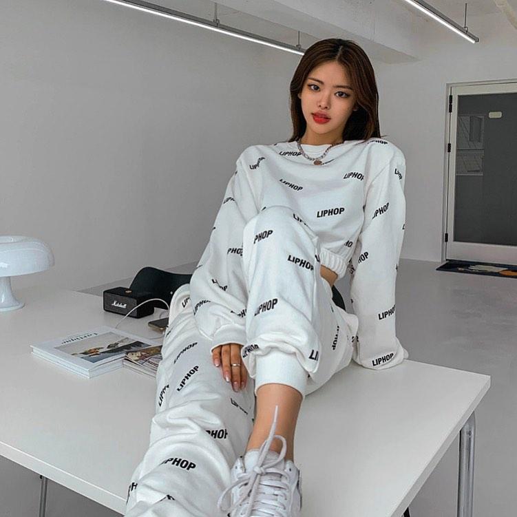 """Tóc Tiên, Linh Ka chênh nhau cả giáp vẫn đụng hàng """"nảy lửa"""", lại xuất hiện trên Instagram của thương hiệu Hàn - Ảnh 6."""