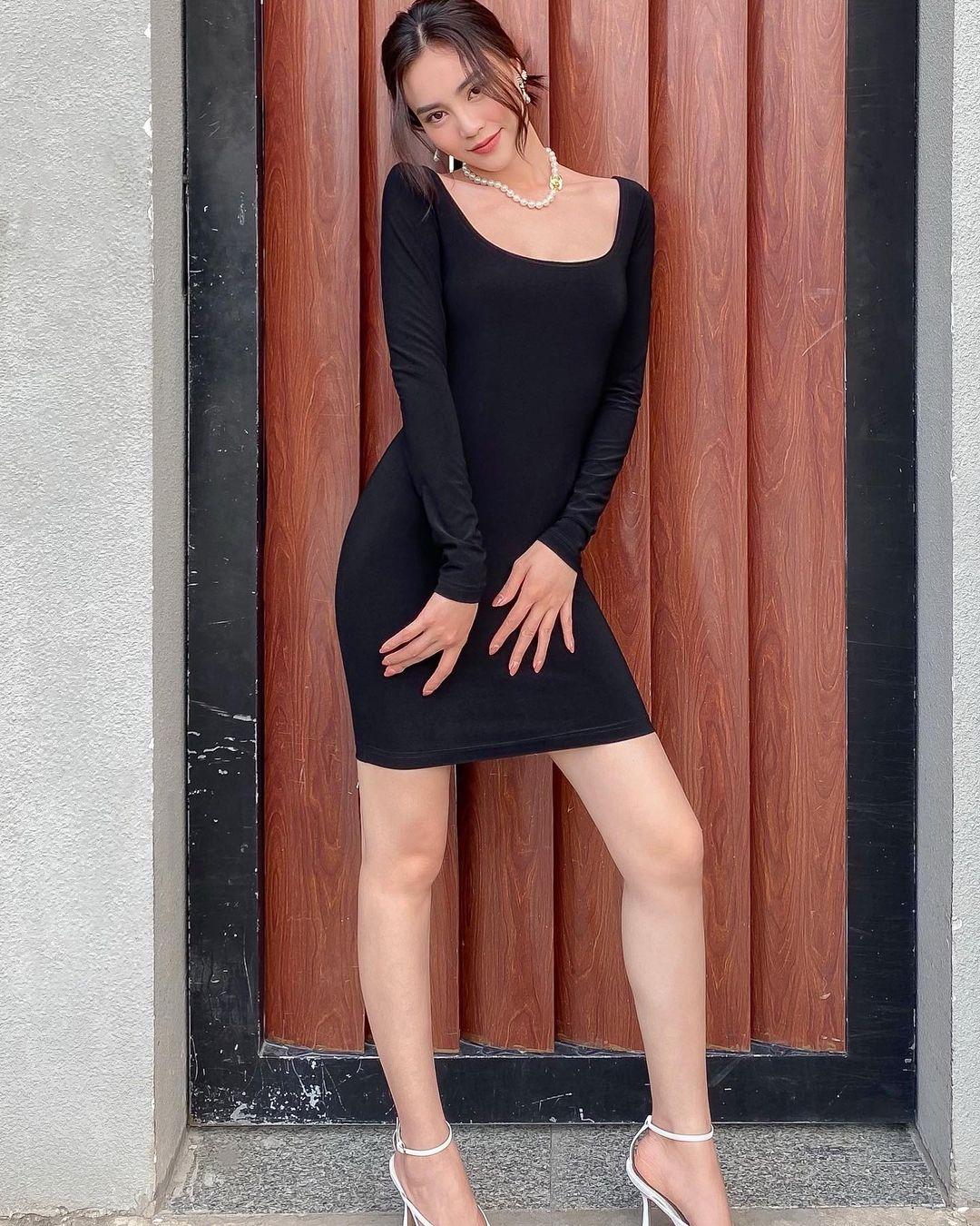 """Instagram look của sao Việt tuần qua: Chi Pu - Châu Bùi diện bikini rất """"chiến"""", Lan Ngọc - Tiểu Vy đọ sắc với váy đen - Ảnh 4."""