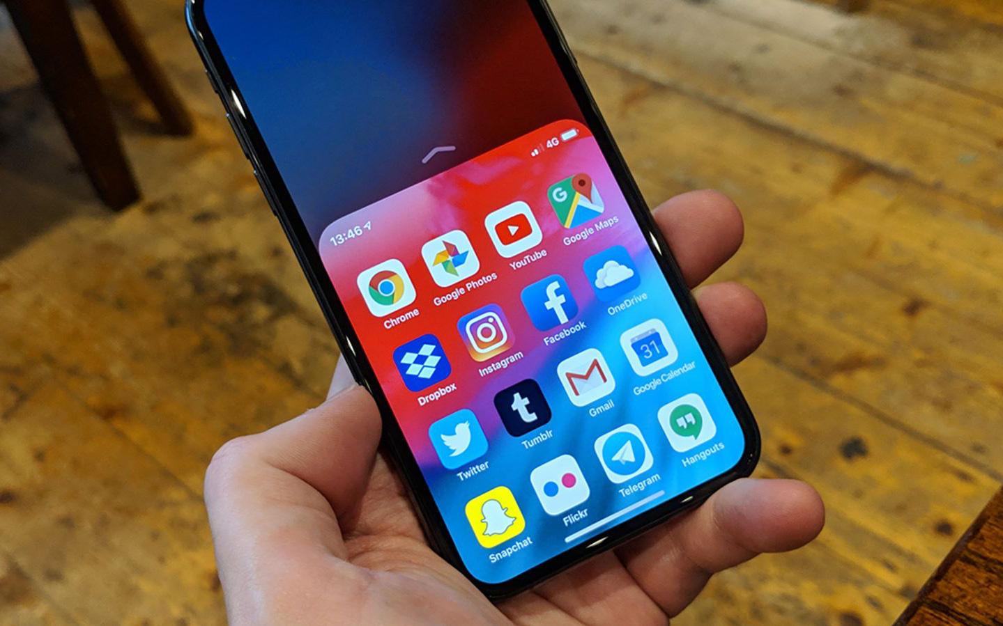 Mẹo hay để dùng iPhone một tay cực mượt mà