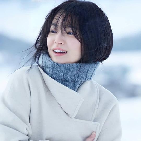 Song Hye Kyo tung clip đẹp mê hồn kèm đoạn thơ dài về tình yêu, nhưng sao dân tình lại réo gọi Song Joong Ki? - ảnh 1