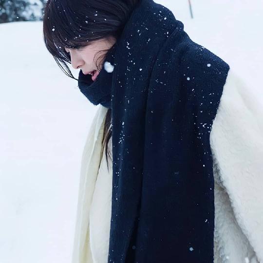 Song Hye Kyo tung clip đẹp mê hồn kèm đoạn thơ dài về tình yêu, nhưng sao dân tình lại réo gọi Song Joong Ki? - ảnh 4